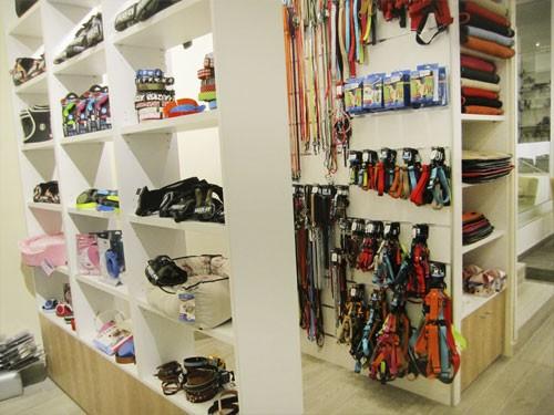 Tienda Lucas & Lola | Zona de ropa para mascotas